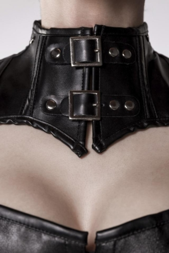 corsage with shoulder piece